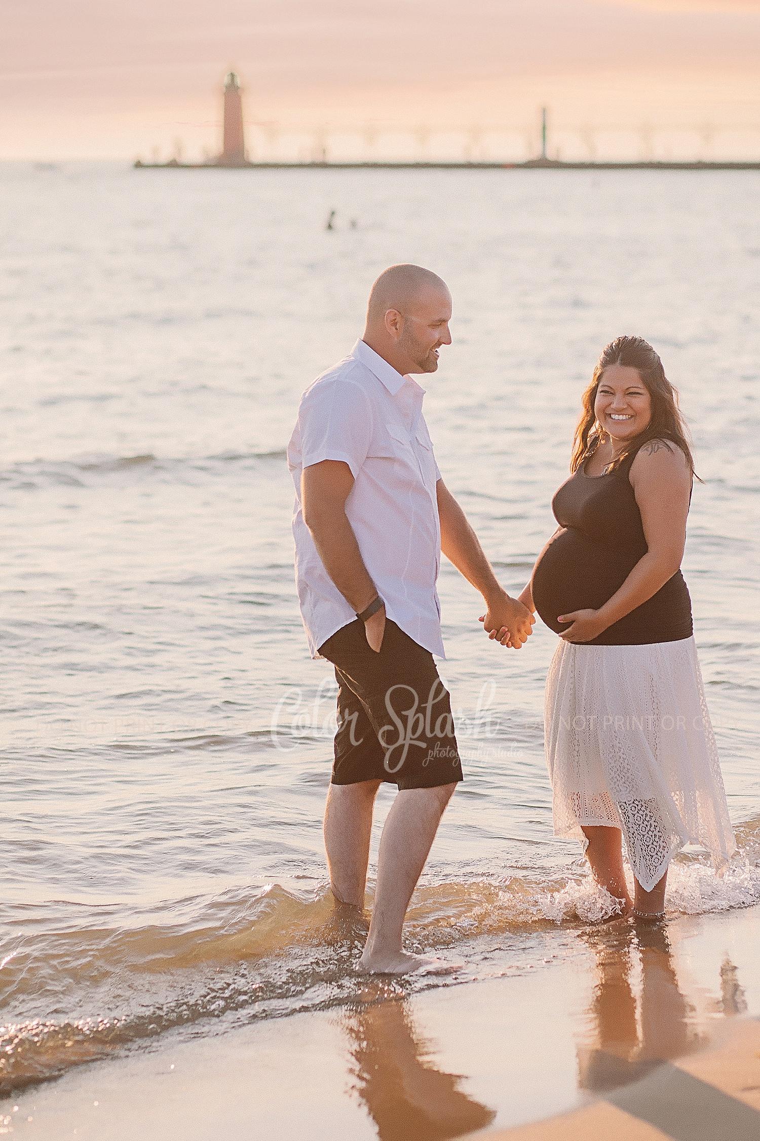 maternity photos on lake michigan