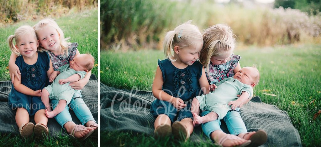 siblings with newborn photos